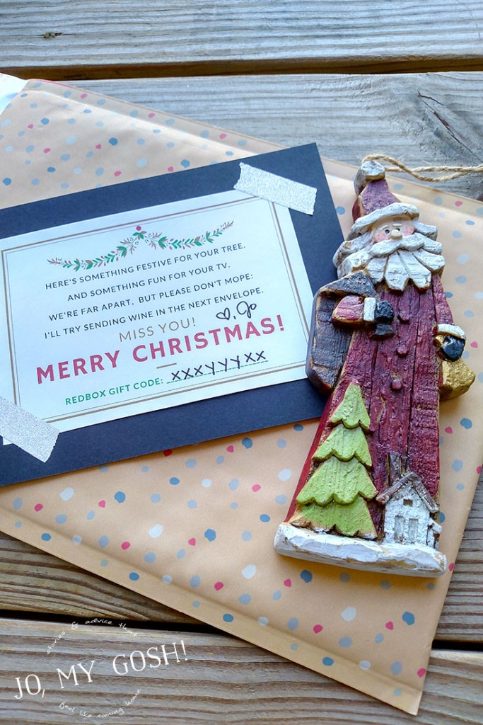 $10 gift idea for friends who are far away-- ornament, movie rental credit, and funny card! Free printable included. (1)